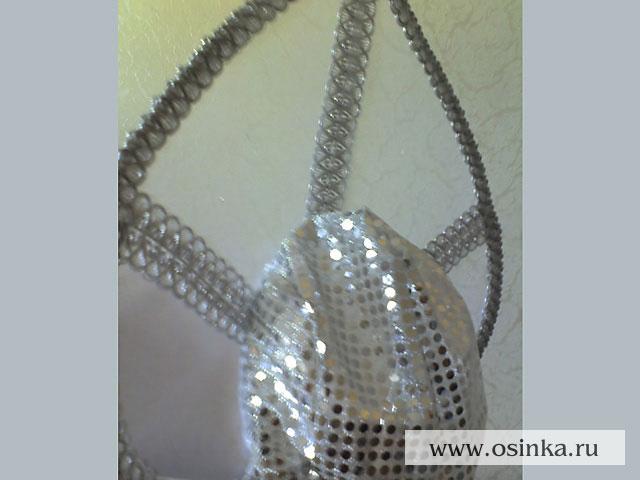С помощью мастер-класса от Ольги вы можете создать свой вариант новогодней короны в стиле русского кокошника...
